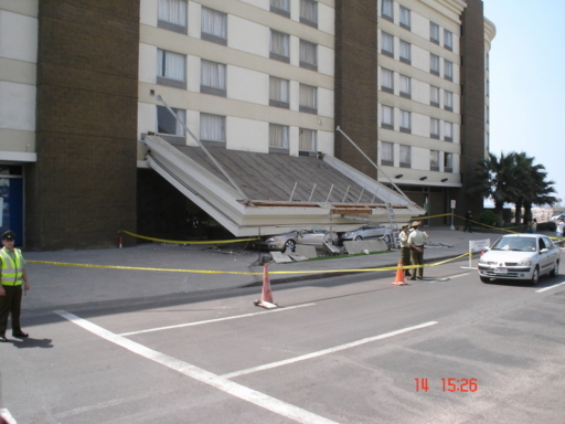 Marquesina Hotel Radison tras el sismo