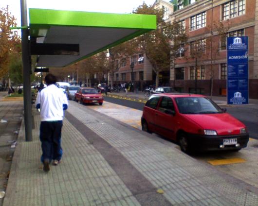 1786635584_estacionamientos_en_paradero_de_transantiago.jpg