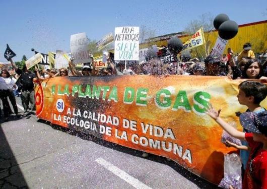 Protestas por la Planta de Gas en Peñalolén - www.noalaplantadegas.org