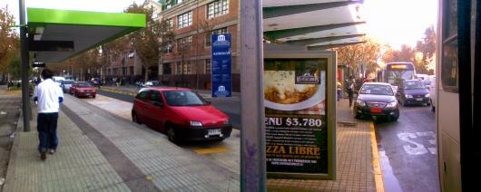 362098641_estacionamientos_en_paradero_de_transantiago.jpg