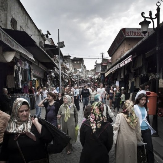 Tahtakale, uno de los barrios cuyo grano urbano se encuentra mejor preservado. Este acoje una enorme diversidad comercial con productos provenientes desde el interior y exterior de la ciudad © Ali Taptık
