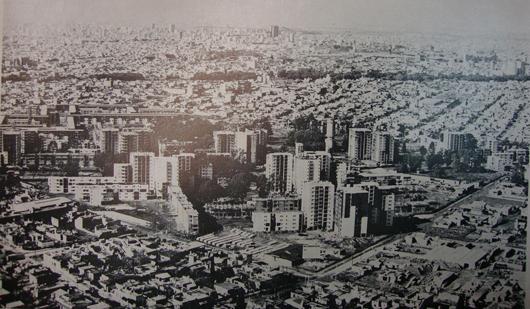 Durante su construcción, hacia 1972. Fuente: wikipedia.org