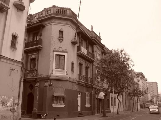 Muchos de los inmuebles se encuentran en la comuna de Santiago. Foto vía flickr.com/0_miradas_0
