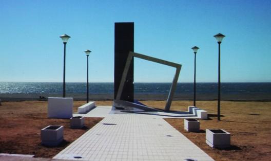 Flickr PRES Pelluhue ©  plaza memorial