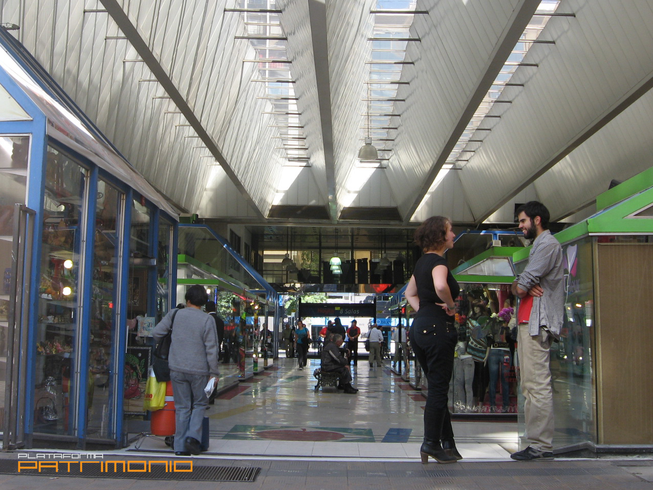 Galeria san agustin plataforma urbana for Centros comerciales en santiago de chile