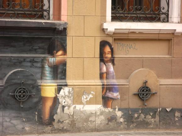 En los muros de la Casa de la Juventud. Calle Tucapel Jiménez. Santiago, Chile.