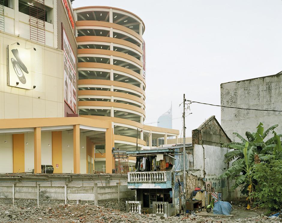 Jakarta, 2007 © Peter BialobrzeskiHatje Cantz Verlag