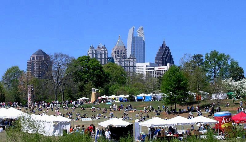 El Broad Street de Atlanta se cita a menudo como un ejemplo de planificación urbana que se trabajaro para crear un sentido de comunidad.