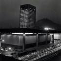 Vista nocturna del Edificio UNCTAD III, Santiago 1972. Fuente: Min. Relaciones Exteriores de Chile