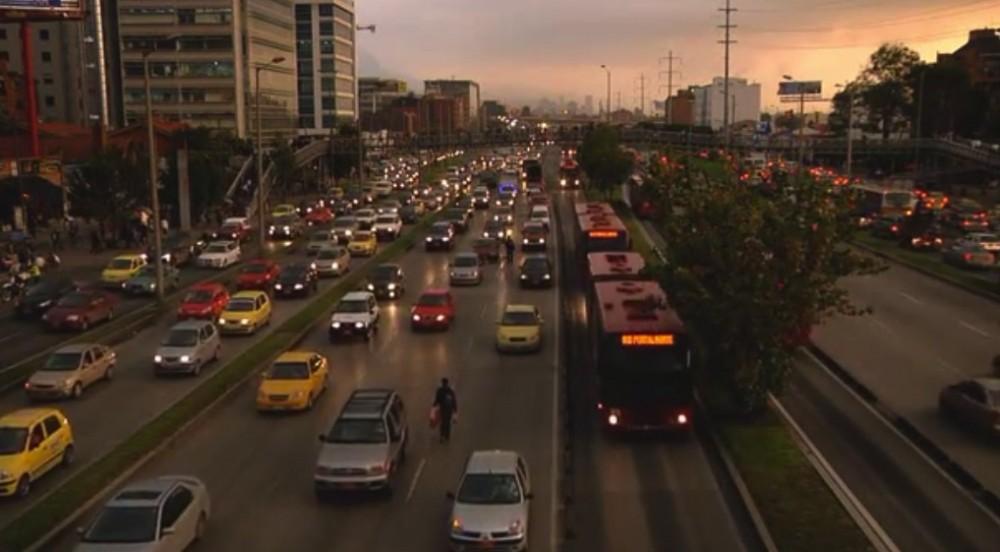 Un bus con 100 pasajeros tiene derecho a 100 veces mas espacio que un vehículo con uno