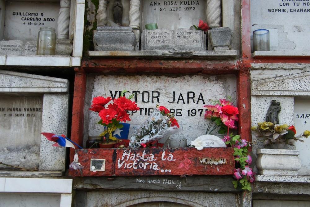 Nicho de Víctor Jara en el patio 160, al extremo norte del cementerio. © Plataforma Urbana.