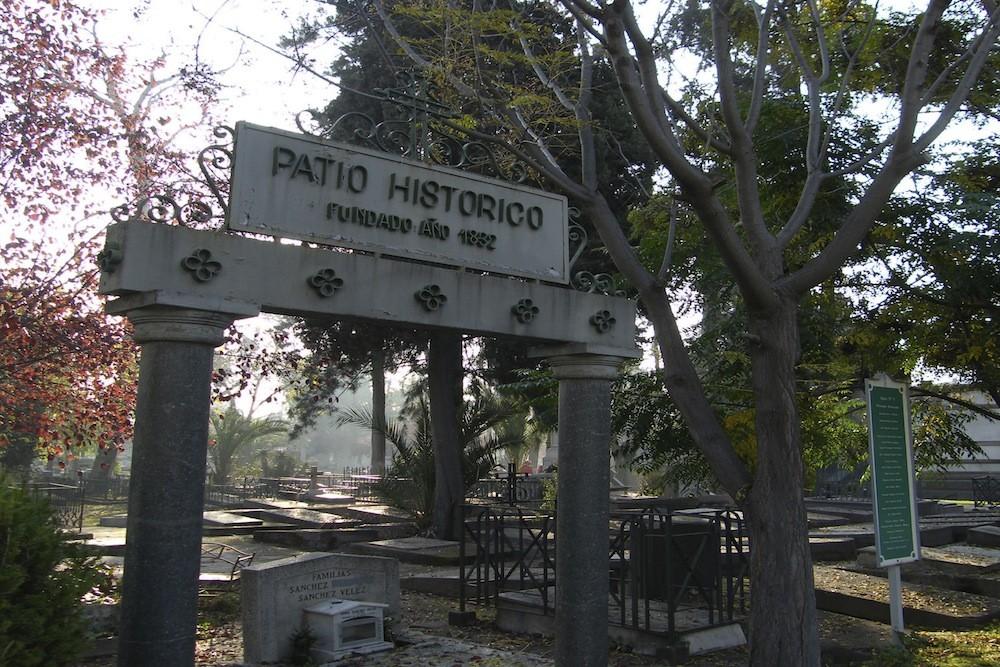 Patio Histórico. Aquí se encuentran políticos, escritores y artistas destacados, entre otros. Patio 5, cercano al acceso principal. © Plataforma Urbana.