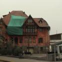 Fachada en remodelación del Palacio Lehuedé o Casa Roja, en Plaza Camilo Mori, calle Constitución. © Plataforma Urbana.