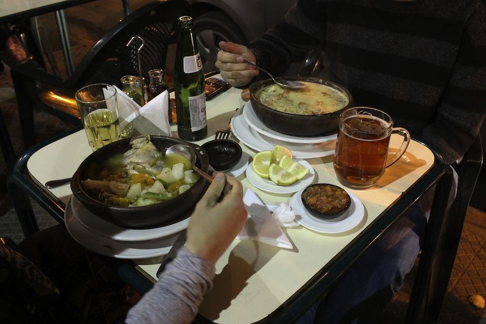 Comida típica chilena se vende en el restaurante Galindo. © Plataforma Urbana.