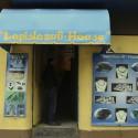 La tienda Lapislázuli House está en el Barrio Bellavista desde 1971 y marca el inicio de la Ruta del Lapislázuli. © Plataforma Urbana.