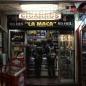 Como este local hay muchos en calle Pío Nono, frecuentados por jóvenes. © Plataforma Urbana.