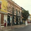 Atractivos murales llaman la atención en las fachadas de bares y discoteques. © Plataforma Urbana.