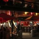 Vida nocturna en restaurantes del Patio Bellavista. © Plataforma Urbana.