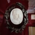 Medallón con el retrato de BVM. © Plataforma Urbana.