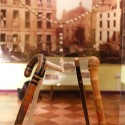 Bastones de recuerdo de los viajes de BVM. Al fondo de ve una gigantografía de la remodelación de París que inspiró los trabajos urbanísticos de BVM en Santiago. © Plataforma Urbana.