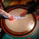 Se puede tocar el plasma que forma los colores de la TV. © Plataforma Urbana.
