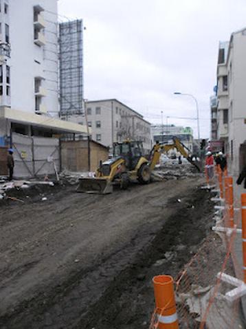 Excavaciones en calle Barros Arana el 31 de julio recién pasado. Los rieles ya habían sido removidos.
