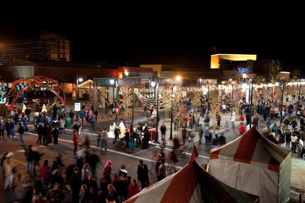 Celebración de la Fiesta de Invierno en The Lancaster BLVD © Moule & Polyzoides