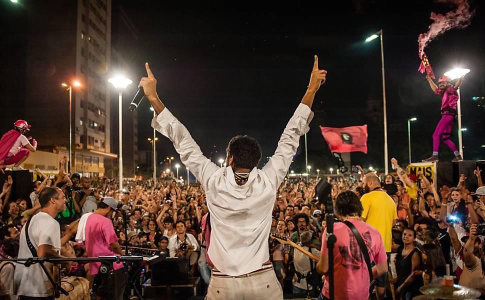 O cantor Criolo no festival Existe Amor em SP © Avener Prado/Folhapress