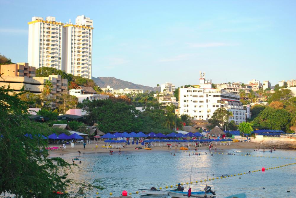 Playa Caleta: es de la playa más viejas de la ciudad, desplazada por playas como el Revolcadero.