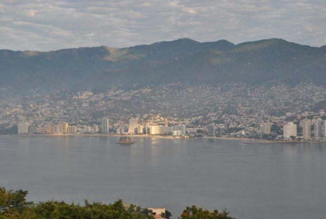 La Bahía de Acapulco:  metrópolis hiperviolenta en un contexto pariadisiaco