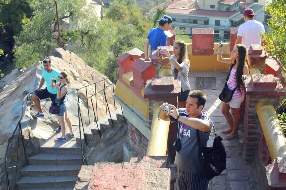 Turistas en el cerro Santa Lucía. © Juan Pablo Faus / Plataforma Urbana.