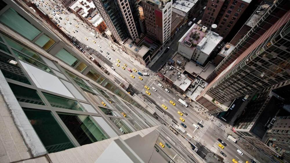 51454133b3fc4baa2c00007d_arte-y-arquitectura-fotograf-as-a-reas-de-nueva-york-y-tokio-por-navid-baraty_lets-travel-to-new-york-rooftops-with-navid-bara-1000x562