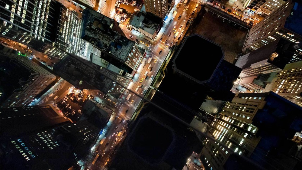 51454148b3fc4b88c600008e_arte-y-arquitectura-fotograf-as-a-reas-de-nueva-york-y-tokio-por-navid-baraty_lets-travel-to-new-york-rooftops-with-navid-bara-1000x562