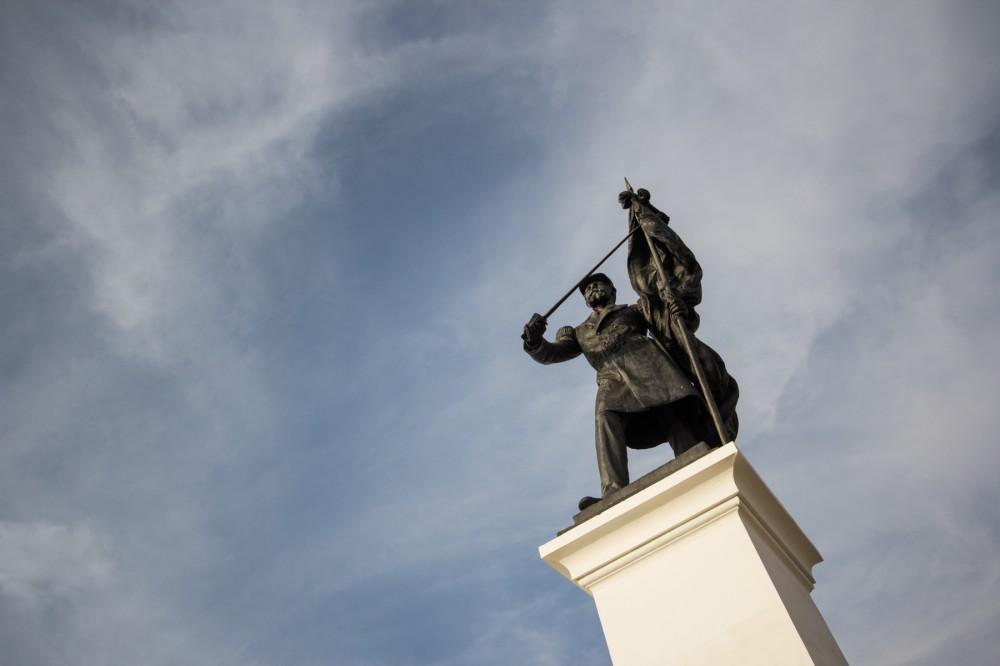 Monumento Prat1