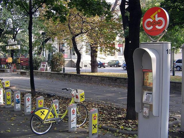 """Sistema de préstamo de bicicletas """"City Bike"""" en Viena, Austria. © wendyfairy, vía Flickr."""
