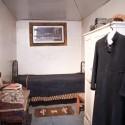Pieza del Padre Gustavo Le Paige en la sala del museo que exhibe varios de sus objetos personales.