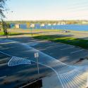 Salmón pintado en los estacionamientos frente al río San John. Fuente imagen: roadsworth.com