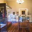 Exhibición de objetos personales y trajes usados por González Videla durante su presidencia.