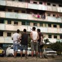 Equipo de Boa Mistura frente al edificio Begonia I. © Boa Mistura, vía Facebook.