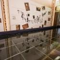 Museo Colón 10 y el vidrio que cubre a las momias.