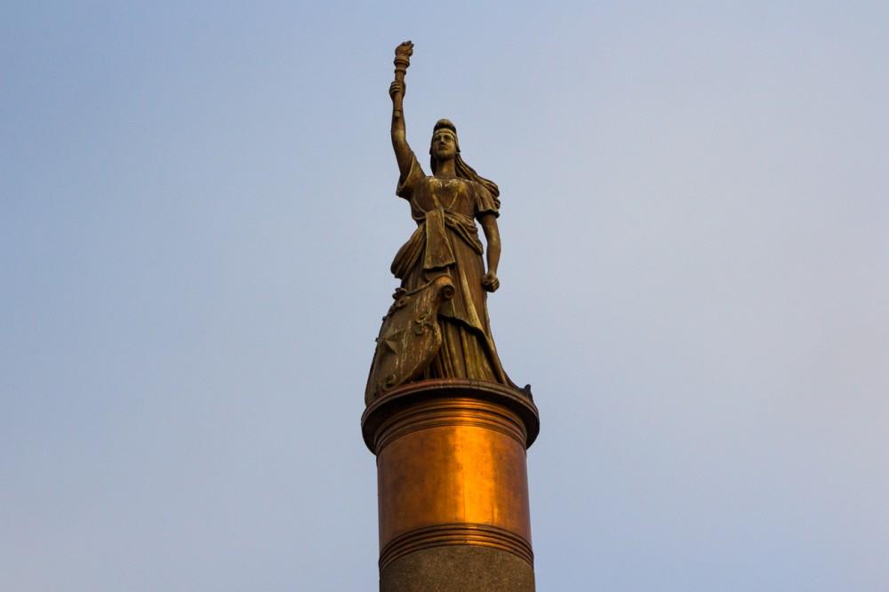 Estatua al Centenario