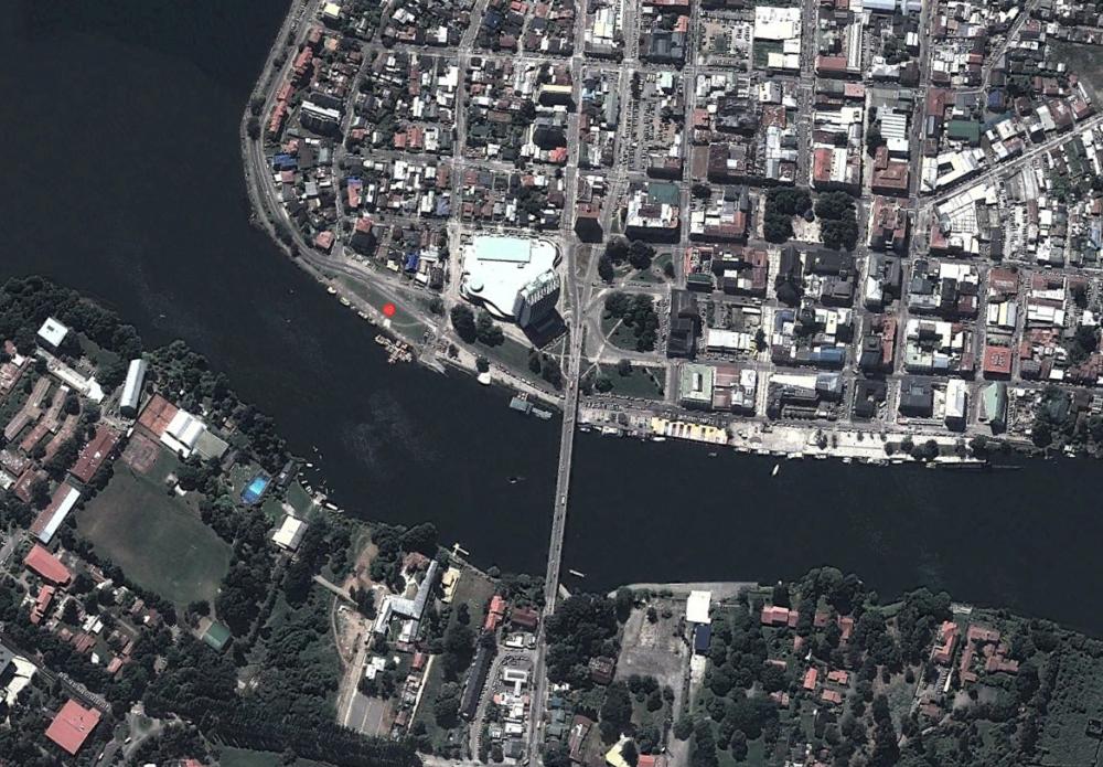 Vista Aérea de Valdivia @googleearth y el punto del conflictivo emplazamiento.