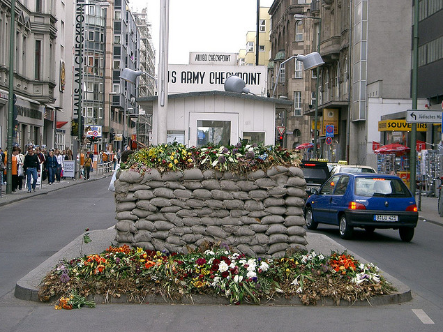 Checkpoint Charlie en Berlín. © Edwin.11, Flickr.