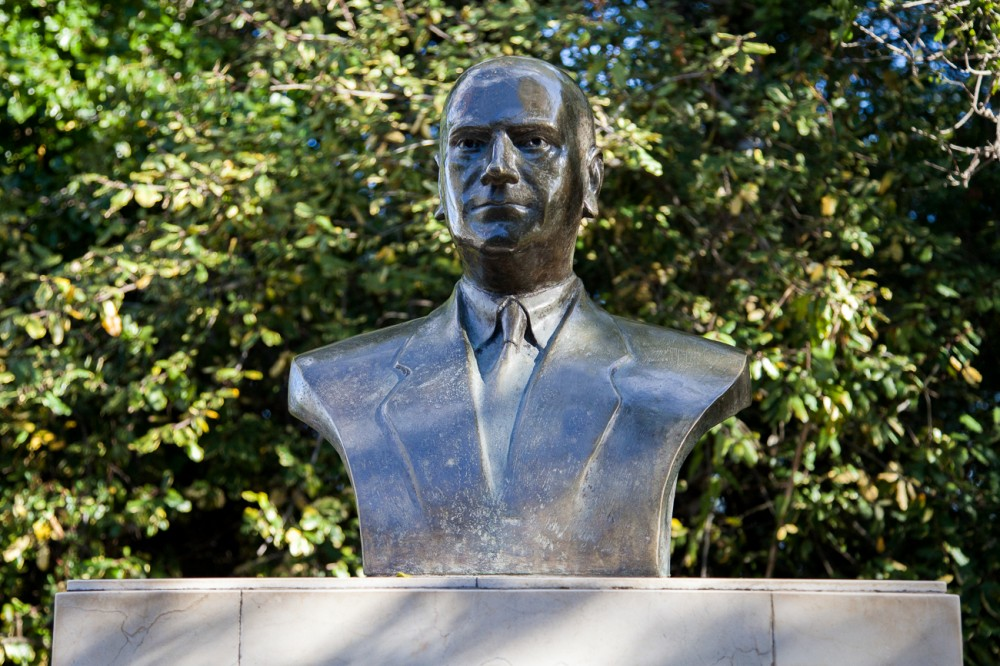 Estatua de Luis Picasso