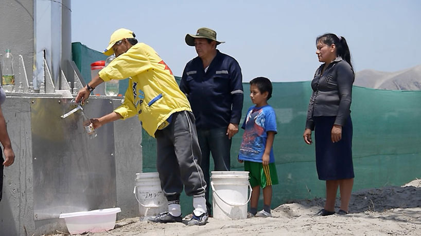 5283bfdde8e44e8e720000cf_lima-per-cartel-publicitario-transforma-la-humedad-del-aire-en-3000-litros-de-agua-potable-al-mes_agua021