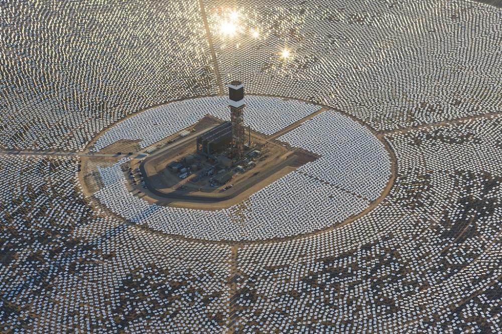 52caaf05e8e44e0faf000003_ivanpah-solar-power-facility-una-impresionante-granja-solar-en-medio-del-desierto_8720323797_f0ca718a28_b-1000x666