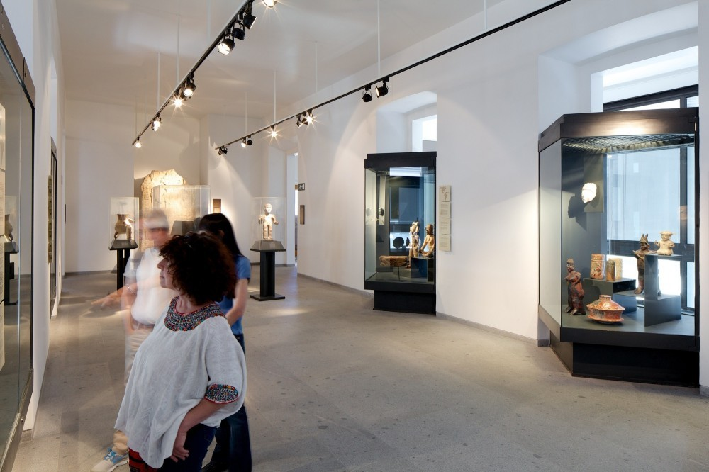 52e67900e8e44e1f40000211_ampliaci-n-y-remodelaci-n-museo-chileno-de-arte-precolombino-smiljan-radic_preco_sm_rad_42-1000x666