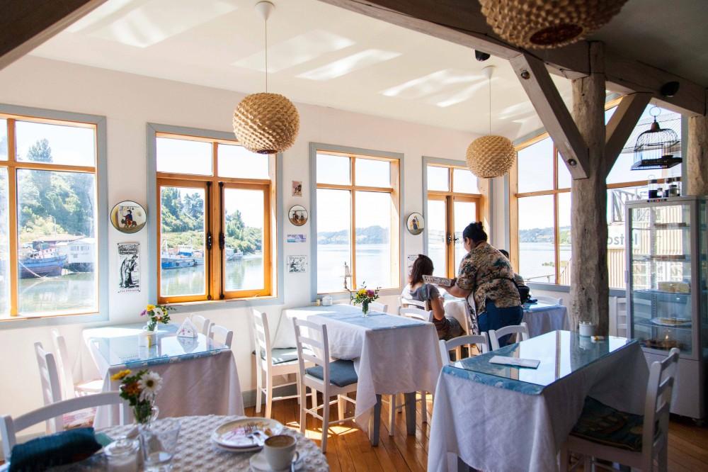 Café del Puente en Palafitos Gamboa