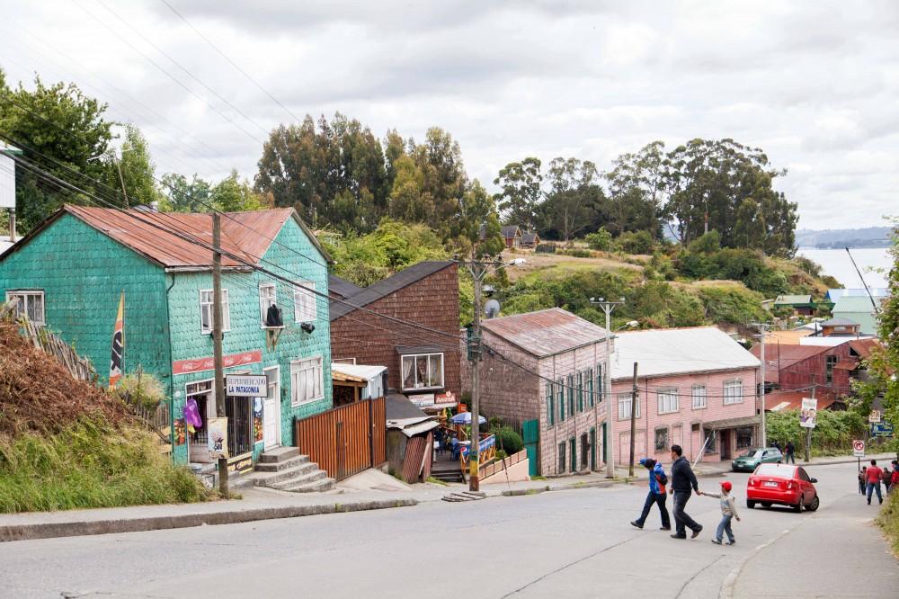 Calle Centenario de Chonchi. © Andrea Manuschevich para Plataforma Urbana.