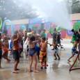 Los niños celebran la apertura de un nuevo parque acuático en el parque revitalizado de Palmer  / Foto: Barbara Barefield